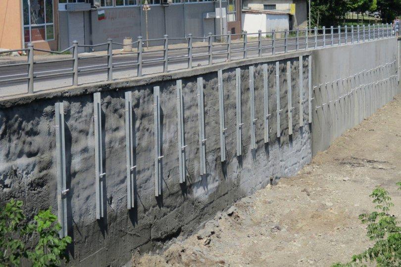 Аварийно укрепване на подпорна стена
